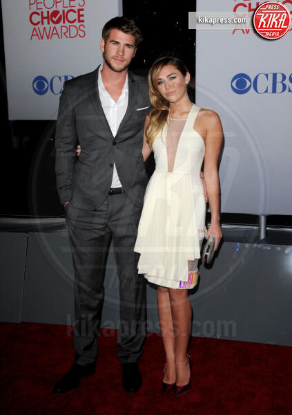 Liam Hemsworth, Miley Cyrus - Los Angeles - 11-01-2012 - Miley Cyrus regala un cucciolo a Liam Hemsworth