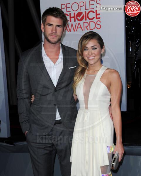 Liam Hemsworth, Miley Cyrus - 12-01-2012 - People's Choice Awards 2012: gli arrivi sul red carpet