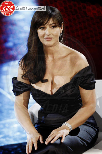 Monica Bellucci - Sanremo - 19-02-2011 - Piatte o maggiorate: chi vince nell'eterna sfida?