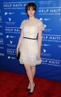 Felicity Jones - Hollywood - 14-01-2012 - Felicity Jones, la teoria… dell'eleganza chic!