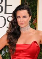 Kyle Richards - Beverly Hills - 15-01-2012 - Il collarino effetto Belle Epoque: le star prese per il collo!