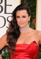 Kyle Richards - Beverly Hills - 15-01-2012 - Il collarino effetto Belle Epoque: le star prese per il collo!