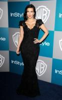 Kim Kardashian - Beverly Hills - 16-01-2012 - Kim, Kourtney e Khloe Kardashian posano in topless per la loro linea di jeans