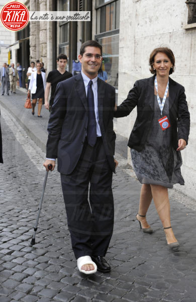 Capezzone - Roma - 01-07-2011 - Bende, cerotti, gessi, la dura vita della star