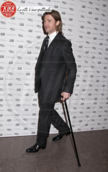 Brad Pitt - New York - 10-01-2012 - Bende, cerotti, gessi, la dura vita della star