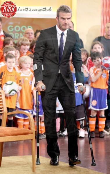 David Beckham - New York - 27-04-2010 - Bende, cerotti, gessi, la dura vita della star