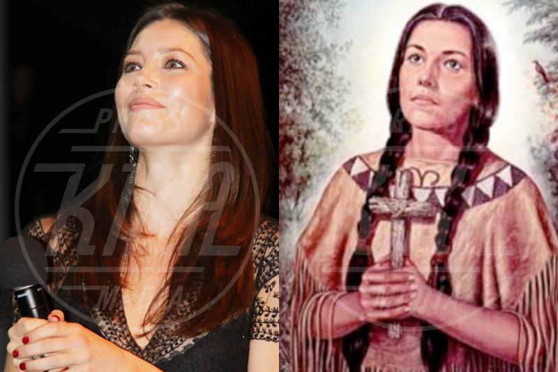 Caterina Tekakwitha, Jessica Biel - 21-12-2011 - Separati alla nascita: ma siete identici!