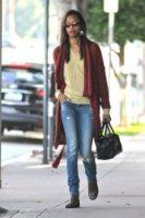 Zoe Saldana - Los Angeles - 19-01-2012 - Zoe Saldana ha un appuntamento con la madre del fidanzato Bradley Cooper