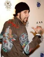 AJ McLean - Hollywood - 17-08-2006 - A. J. McLean nei panni di un bambino per amore della moglie