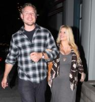 Eric Johnson, Jessica Simpson - Santa Monica - 27-01-2012 - Jessica Simpson vuole ispirare le persone anche con l'abbigliamento
