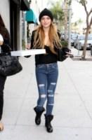 Lindsay Lohan - Hollywood - 08-12-2008 - Star come noi: portano a casa gli avanzi dal ristorante