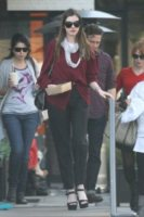 Anne Hathaway - Los Angeles - 27-01-2012 - Star come noi: portano a casa gli avanzi dal ristorante