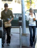Anna Kournikova, Enrique Iglesias - Miami Beach - 27-01-2012 - Star come noi: portano a casa gli avanzi dal ristorante