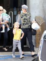 Kingston Rossdale, Gwen Stefani - Los Angeles - 12-12-2010 - Star come noi: portano a casa gli avanzi dal ristorante