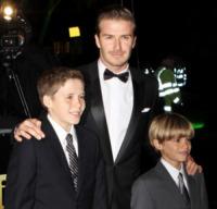 Romeo Beckham, Brooklyn Beckham, David Beckham - Londra - 19-12-2011 - David Beckham espulso da una partita tra bambini