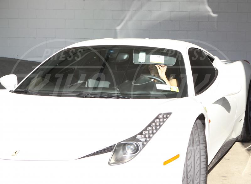 Kim Kardashian - Beverly Hills - 31-01-2012 - A Hollywood sono tutti matti per la Ferrari