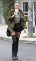 Miley Cyrus - Los Angeles - 07-02-2012 - Tendenze: shorts e stivali alti nel guardaroba delle star