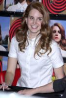 """Lana Del Rey - Hollywood - 08-02-2012 - Lana Del Rey onesta nelle interviste: """"Dormo sul divano del mio ex"""""""