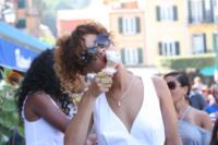 Rihanna - Portofino - 24-08-2011 - Star come noi: d'estate non possono fare a meno di un gelato