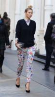 Jessica Hart - New York - 09-12-2011 - In primavera ed estate, mettete dei fiori… sui pantaloni!