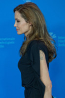 Angelina Jolie - Berlino - 11-02-2012 - Angelina Jolie: dopo la mastectomia, qualcosa è cambiato?