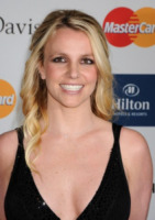 Britney Spears - Beverly Hills - 11-02-2012 - Britney Spears vicina a firmare il contratto per X Factor