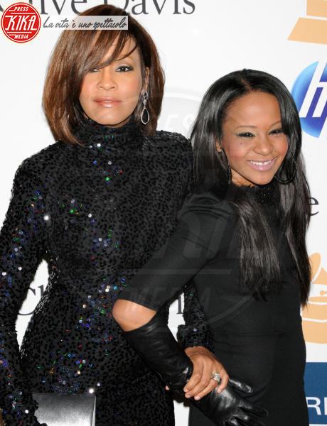 """Bobbi Kristina Brown, Whitney Houston - Beverly Hills - 13-02-2011 - Bobbi Kristina """"non è sparita"""": la figlia di Whitney Houston con la famiglia dopo il funerale"""