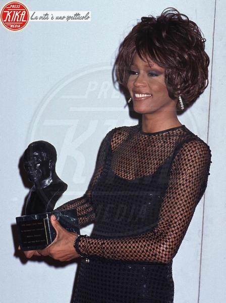 Whitney Houston - 12-02-2012 - Scandalo polizia: apprezzamenti al cadavere di Whitney Houston