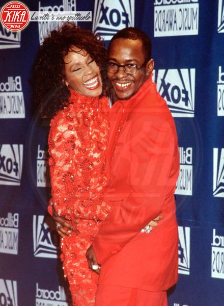Whitney Houston, Bobby Brown - Beverly Hills - 13-02-2012 - Bobby Brown cerca di dimenticare Whitney Houston con concerto e serata fuori