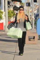 """Paris Hilton - Los Angeles - 16-02-2012 - Paris Hilton illustra i pericoli del """"drunk sexting"""" nel suo nuovo singolo"""