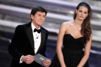 Ivana Mrazova, Gianni Morandi - Sanremo - 18-02-2012 - La foto che ha fatto perdere la pazienza a Gianni Morandi