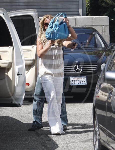 Britney Spears - Beverly Hills - 31-07-2008 - La foca grigia che si sente una star