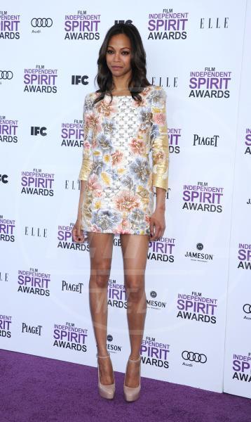 Zoe Saldana - Los Angeles - 25-02-2012 - Il ritorno dell'abito dalla linea a trapezio