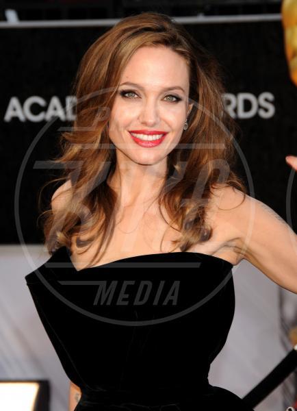 Angelina Jolie - Hollywood - 26-02-2012 - Le star di Hollywood raccontano la loro prima volta