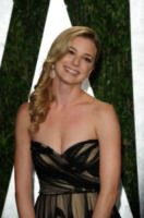 Emily Vancamp - West Hollywood - 26-02-2012 - Emily Vancamp ha detto sì: da Revenge... all'altare!