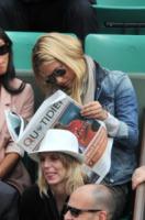 Bar Refaeli - Parigi - 27-05-2011 - Star come noi: a ogni personaggio pubblico il suo quotidiano