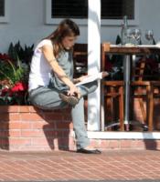 Elisabetta Canalis - West Hollywood - 29-12-2011 - Leggere, che passione! Anche le star lo fanno!