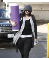 Russell Brand - Los Angeles - 02-02-2012 - Ma dove vai... se lo yoga non lo fai?