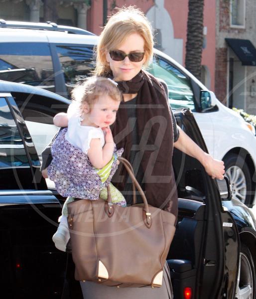 Faith Urban, Nicole Kidman - Los Angeles - 05-02-2012 - Amore, ma quando scendi dalle braccia di mamma?