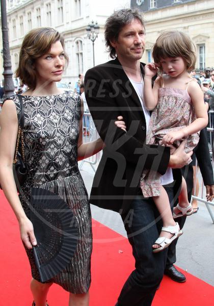 Ever, Paul W.S. Anderson, Milla Jovovich - Parigi - 07-07-2011 - Amore, ma quando scendi dalle braccia di mamma?