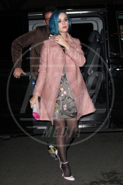 Katy Perry - Parigi - 07-03-2012 - Corto e colorato: ecco il cappotto di primavera