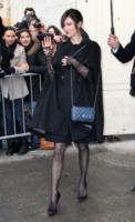 Anna Mouglalis - Parigi - 06-03-2012 - La mantella, intramontabile classico senza tempo