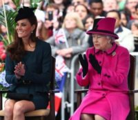 """Regina Elisabetta II, Kate Middleton - Londra - 08-03-2012 - Kate Middleton, a Leicester con la regina, sente """"terribilmente"""" la mancanza di William"""