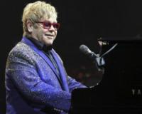 Elton John - sunrise - 09-03-2012 - Il commovente messaggio di Elton John per la morte della mamma