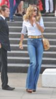 Elle Macpherson - 27-04-2011 - Corsi e ricorsi fashion: dagli anni '70 ecco i pantaloni a zampa