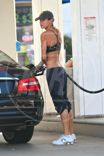 Elisabetta Canalis - Los Angeles - 03-10-2011 - Natalie Portman, quando i cigni fanno benzina