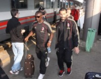 Clarence Seedorf, Gianluca Zambrotta - Gallarate - 22-04-2011 - Star come noi: le celebrità si spostano in treno