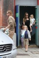 Vivienne Jolie Pitt, Shiloh Jolie Pitt, Knox Leon Jolie Pitt, Angelina Jolie, Brad Pitt - Surrey - 04-09-2011 - Buon compleanno a Shiloh, la figlia dei Brangelina