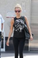 Ashley Tisdale - Los Angeles - 18-07-2011 - Gli occhiali sono lo specchio dell'anima delle star