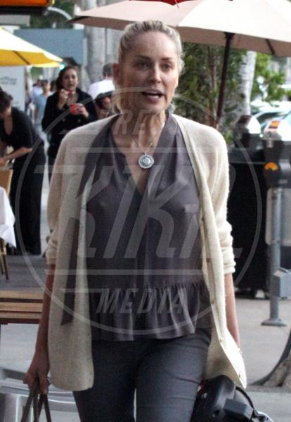 Sharon Stone - Beverly Hills - 22-03-2012 - Reggiseno? No grazie, le star lasciano intravedere tutto